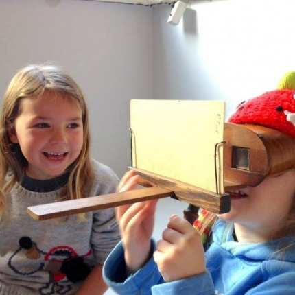 stereoscope shot kids art group